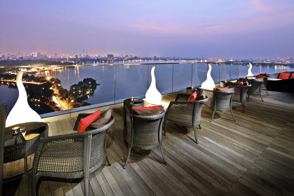 Cafe sân vườn tầng 4 và tầng 24 Saigon South Plaza