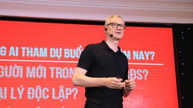 Ông Paul Mason, Chủ tịch RED Global tại sự kiện Expert Talk #16 do Batdongsan