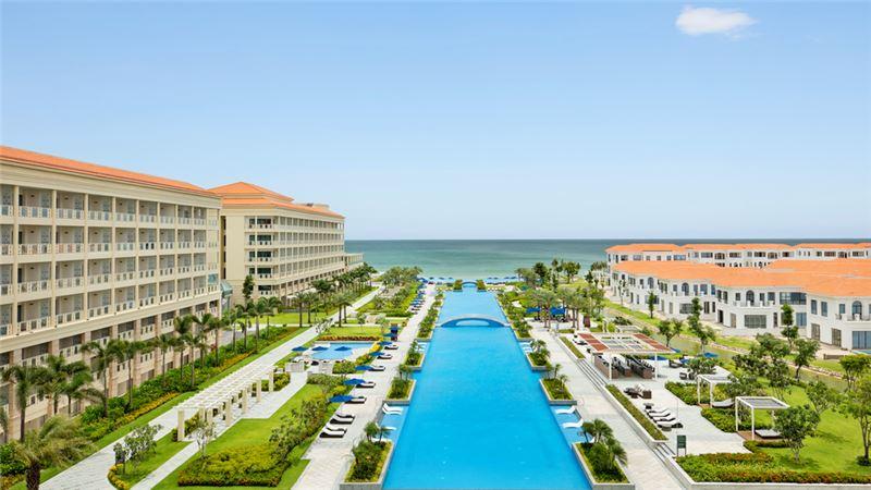 Marriott International and Ritz-Carlton - Sheraton Grand Đà Nẵng Resort
