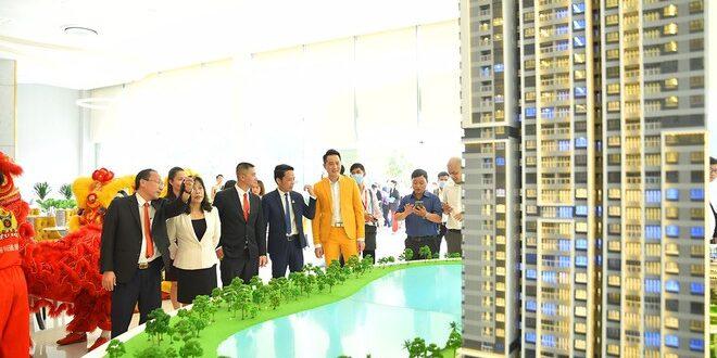 LDG SKY - Nguyễn Phi Hùng tham quan căn hộ mẫu