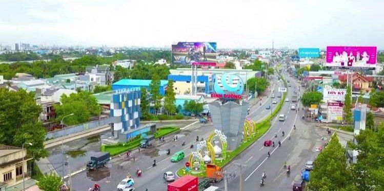 Quốc lộ 13 đoạn từ trung tâm Lái Thiêu tới đường Nguyễn Văn Tiết, thành phố Thuận An