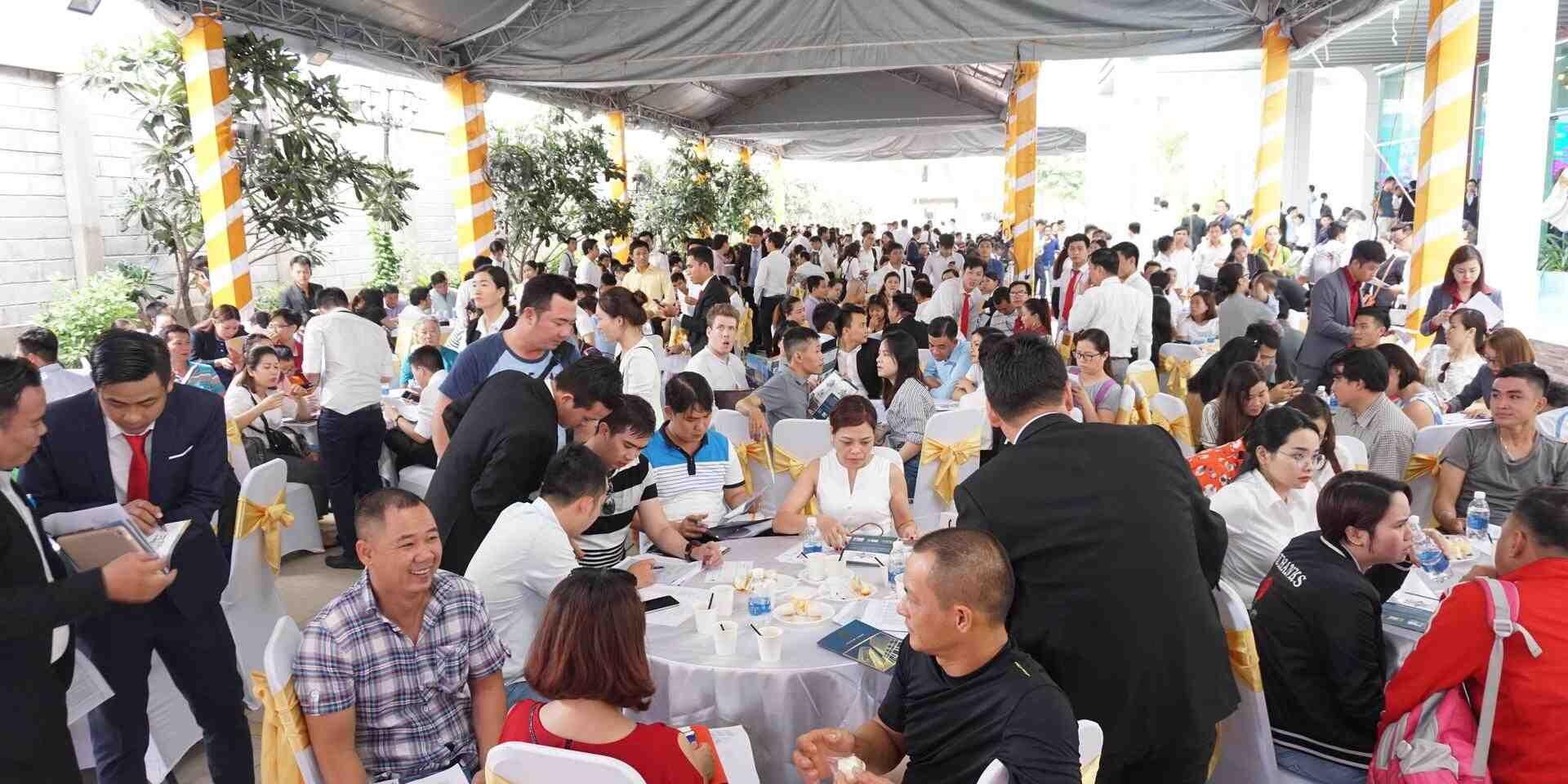 hơn 1000 khách hàng tham dự lễ mở bán căn hộ Phú Đông Premier giai đoạn 1